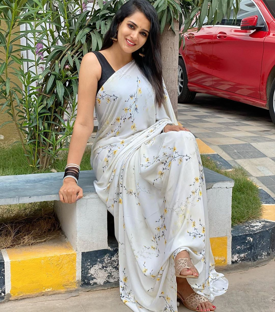 Stunning actress and anchor Himaja in gray color designer with tiny creeper print all over the saree. Saree by sravs_clothing.