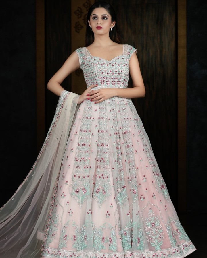 Customized handcrafted lehengas are Sashi Vangapalli staples. ⠀