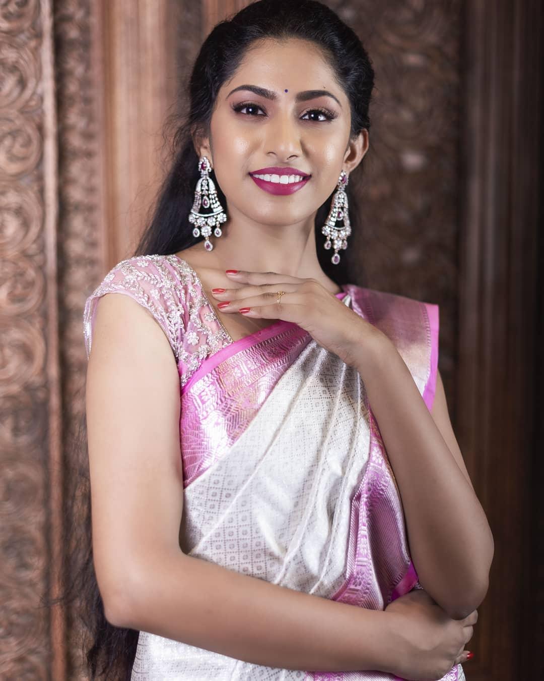 White And Pink Venkatagiri Silk Saree Is A Royalty To Drape Around A Simple Yet Elegant