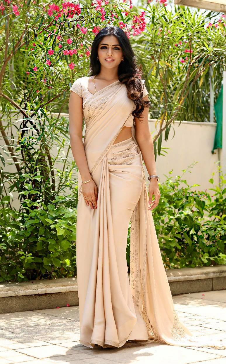 Beautiful actress Eesha Rebba in floral skirt and high neck blouse.  wedding lehenga online dulhan lehenga design lehenga skirt 2020-10-12