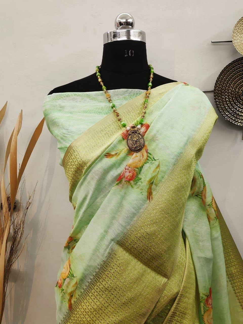 Handloom Linen Saree With Digital Printed With Rich Zari Wooven Pallu With Royal Tassels and Heavy Wooven Jacquard Border
