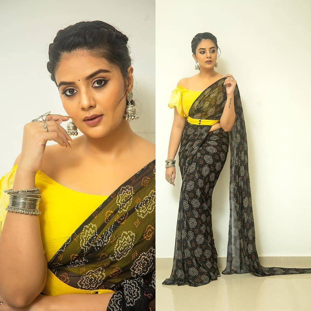 """Beautiful actress Sreemukhi for """"Oh Womaniya"""" in saree and off shoulder blouse.  Outfit by Rekhas couture .  Styling by Kirthana sunil .  PC Chinthuu klicks . Make up by Nookesh Malla . Hair Gopi bridal makeovers    plain saree design   saree work   latest saree style   2020-10-14"""