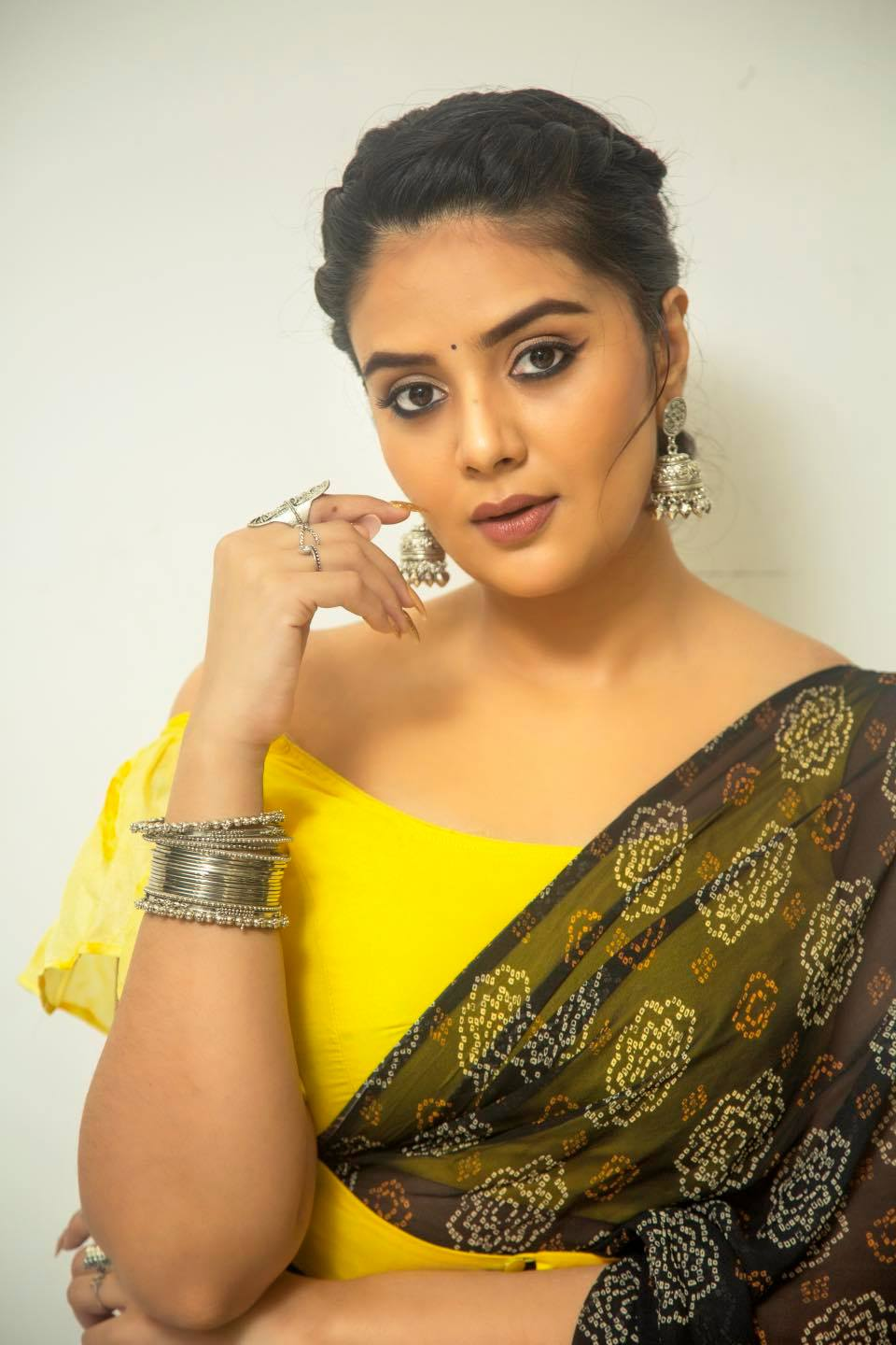 """Beautiful actress Sreemukhi for """"Oh Womaniya"""" in saree and off shoulder blouse.  Outfit by Rekhas couture .  Styling by Kirthana sunil .  PC Chinthuu klicks . Make up by Nookesh Malla . Hair Gopi bridal makeovers  
