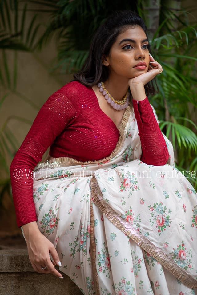 Saree Code : Flora Fabric : chiffon Work Type : Printed Blouse : contrast thread work Price 5500 WhatsApp 9121017226   benarasi blouse design   chiffon ki saree   contrast blouse for blue saree   2020-10-31