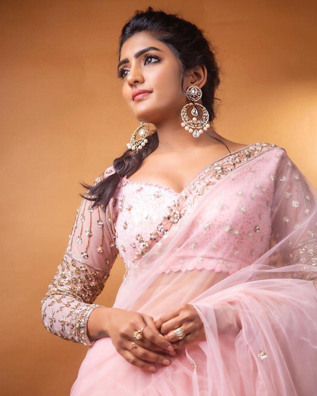 Stunning actress Eesha Rebba in blush pink color designer saree and blouse. She adorned with earrings. | saree with contrast blouse | plain saree with blouse | gujarati mirror work sarees online shopping | 2020-11-05