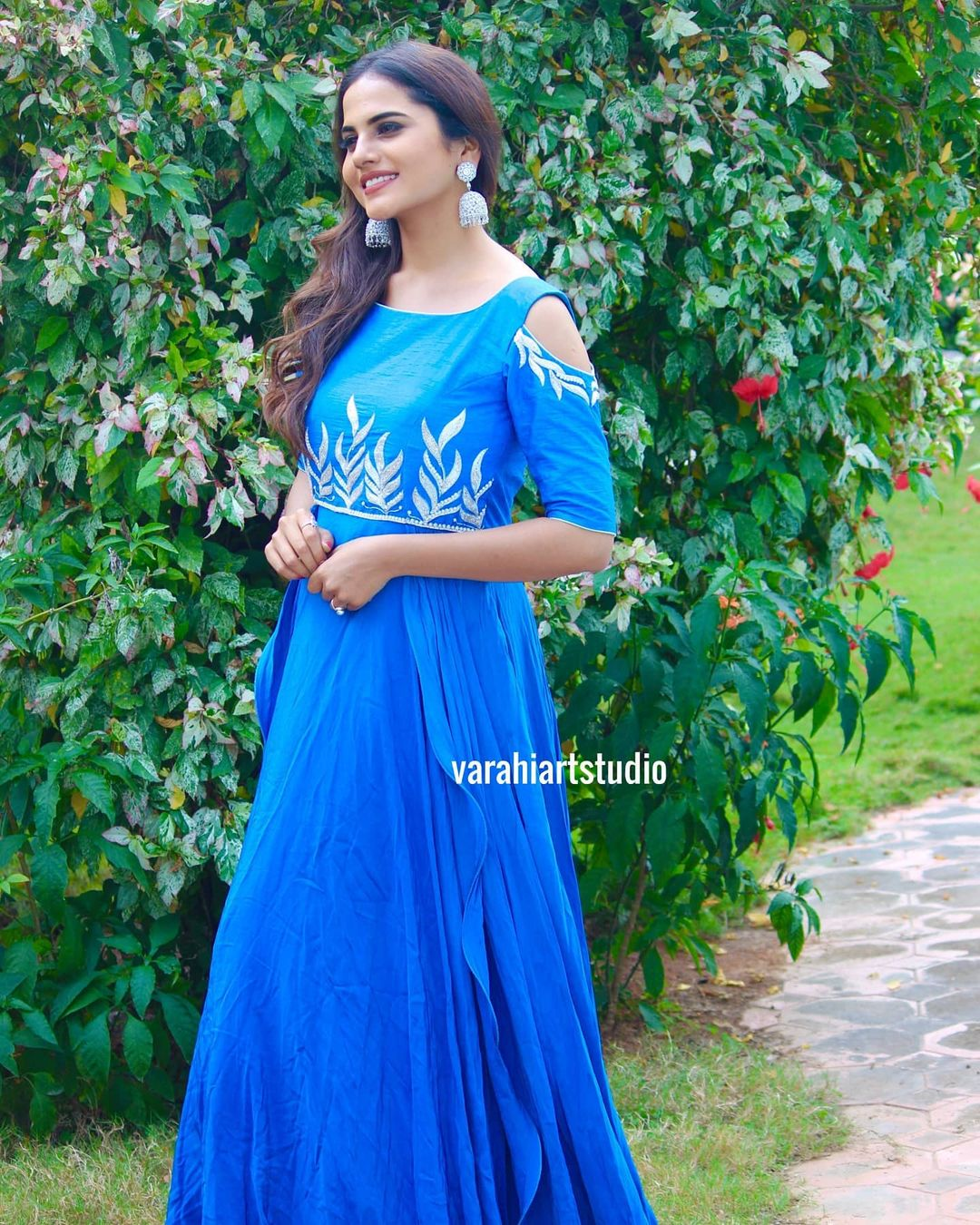 This Beautiful Attire is Available at Rs 9800 from Varahiartstudio .. Brides you can check this bright pallet for Sangeeth   Mehendi  and any cock tail party s  pre-wedding  post-wedding photo shoot.. For Orders and Enquiries reach us on Whatsapp or Call: +91 9490713125   indo western dresses online   net indo western dress   indo western dresses for womens for wedding   2020-11-08