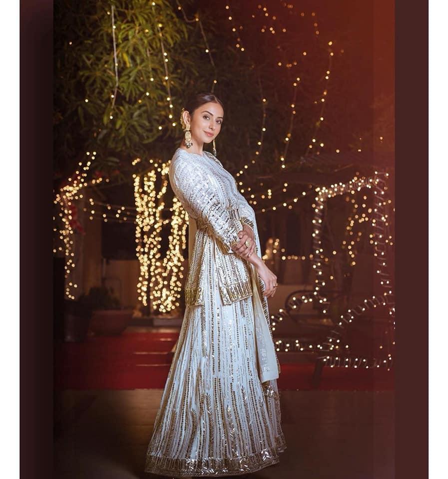 Beautiful actress Rakul Preet Singh in Manish Malhotra outfit and  Architha Narayanam Tyaani Jewellery. Styling by Geetika Chadha . |  |  |  | 2020-11-16