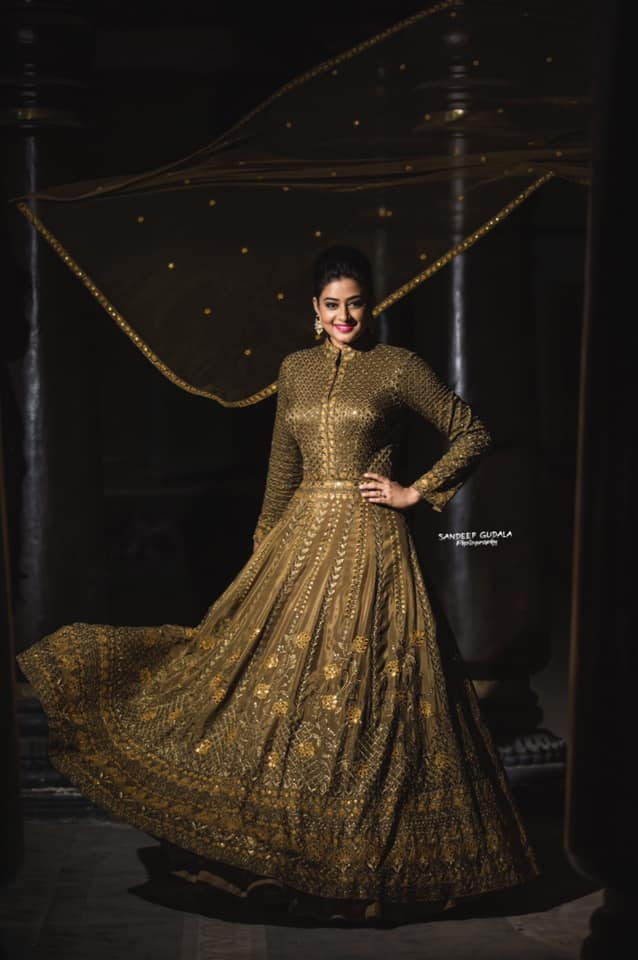 Stunning actress Priyamani For Dhee champions. |  |  |  | 2020-12-02