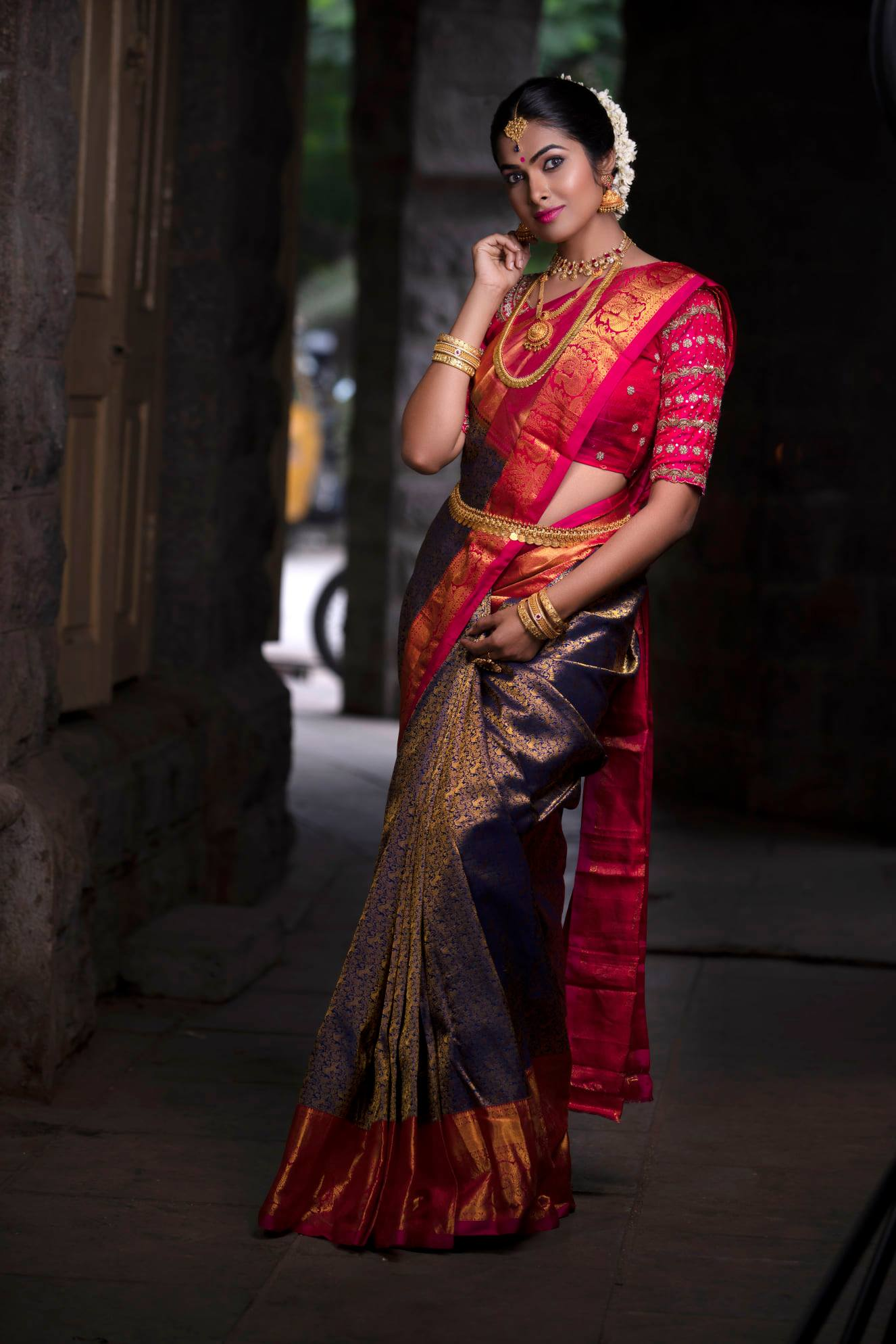 Bright and bold. This Kanchipuram silk saree in an enchanting shade of orange is perfect for the upcoming wedding season. For orders and prices - Please whatsapp  at 7995481918. Inframe - Divi Vadthya Photography - JKM Photography Jewellery  - siri jwellery Makeup - Rajmakeover   ladies fancy saree   golden designer blouse   indian sarees online   2020-12-05