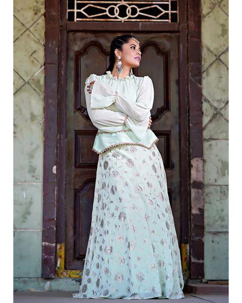 Gorgeous actress Anasuya Bardwaj for 400 episode of Jabardasth. 2020-12-26