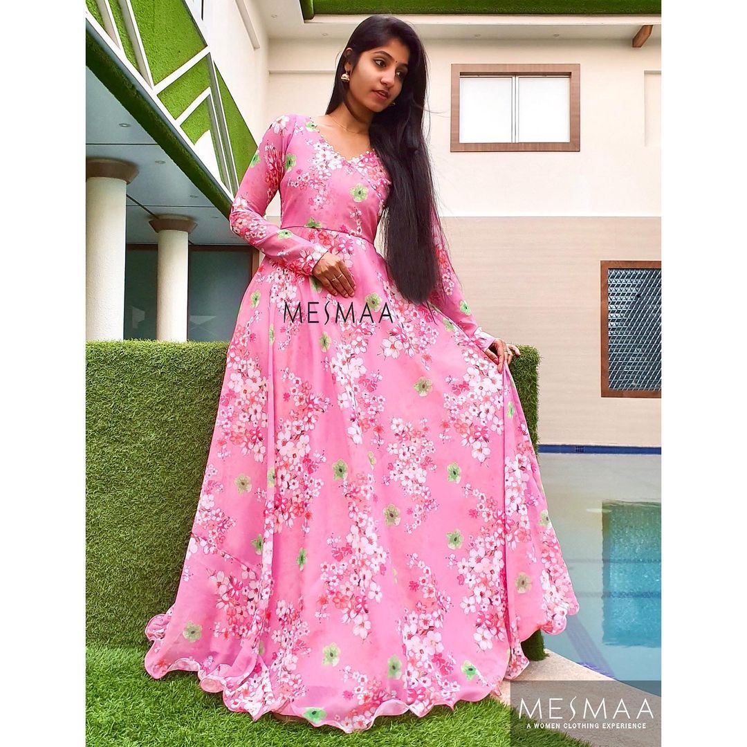 Fiora' - the floral collection!  Series - 5! Pick yours now..!  In frame : Sneha michaelin annie ⠀ Colour and size can be customised according to your requirement.⠀ To order please call / whatsapp at 9884444720⠀ 2021-01-05