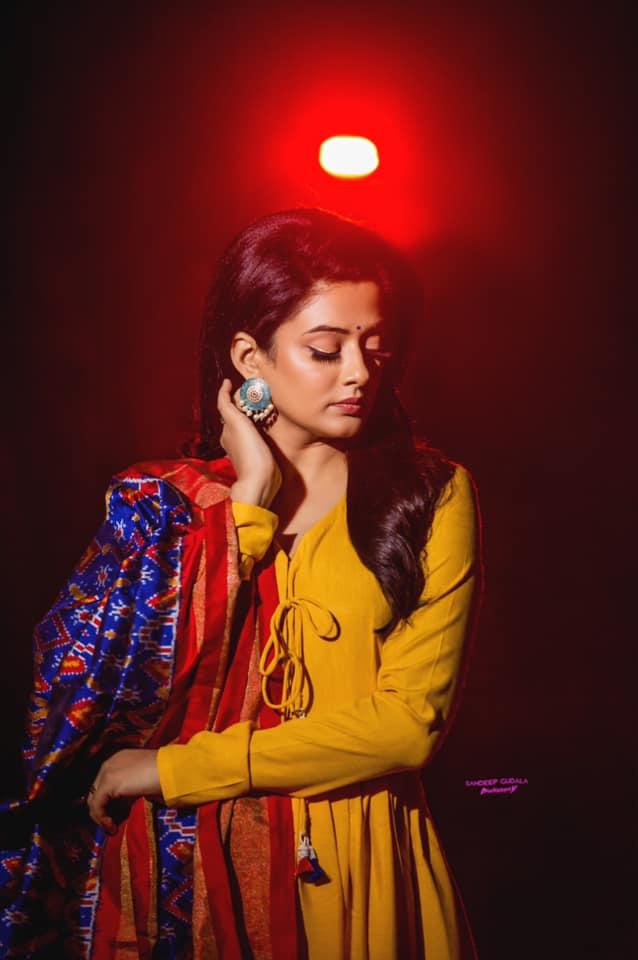 Beautiful actress Priyamani in mustard yellow floor length dress with ikkat dupatta for Dhee kings vs queens. 2021-01-08