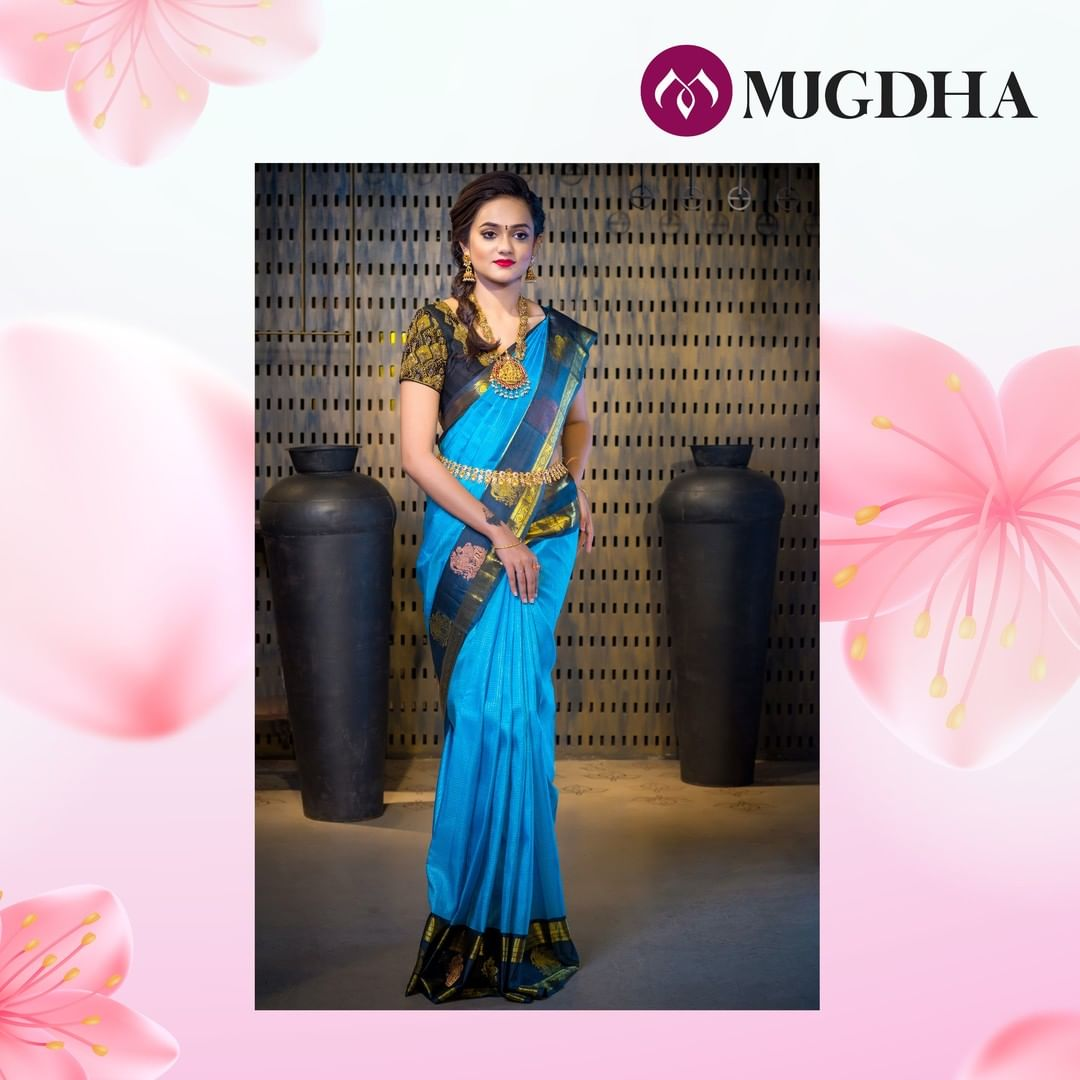 Peacock blue Kanjeevaram pattu is a perfect pick if you are wanting a bright signature for your day. The deal blue border with copper and gold motif work redefines the traditional wear.  2021-01-10