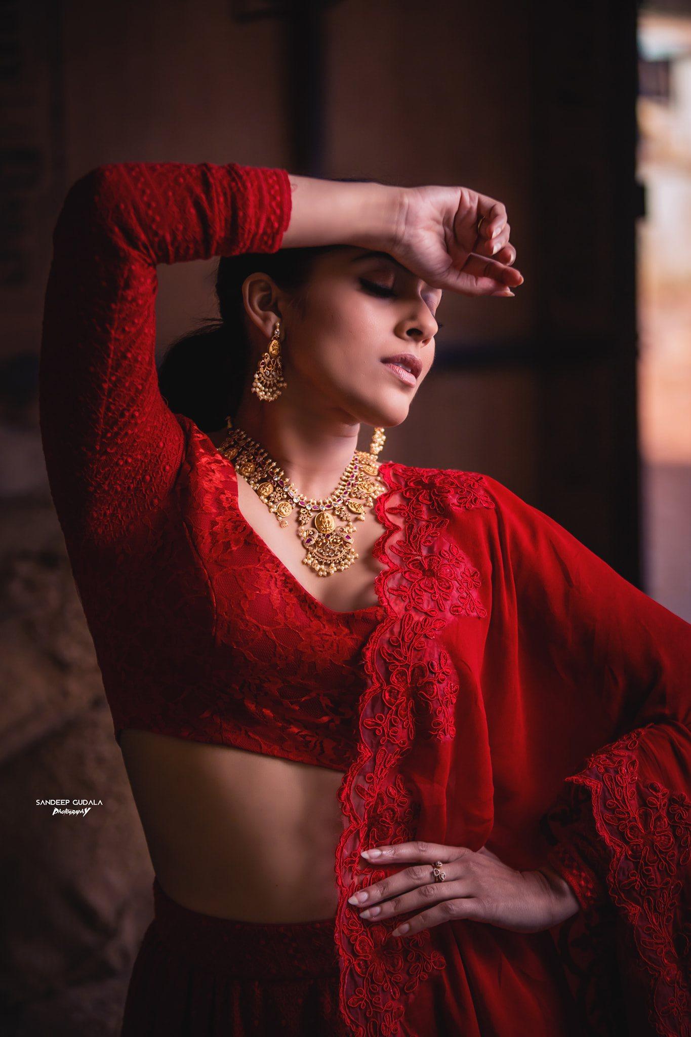 Stunning actress Rashmi Gutham in red halfsaree for Pongal celebrations.  2021-01-16