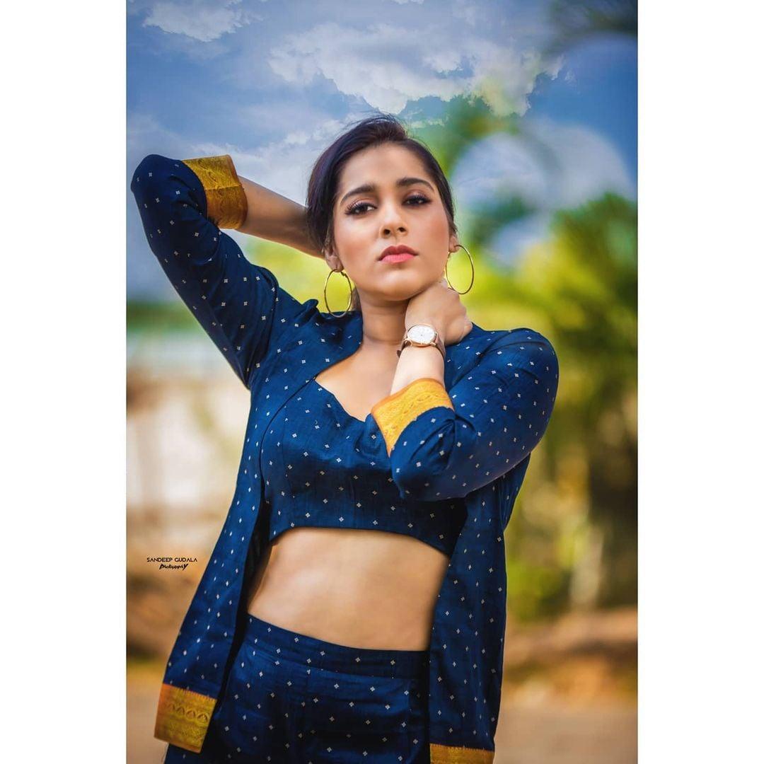 Beautiful actress and anchor Rahsmi Gautham for jabardasth. 2021-01-29