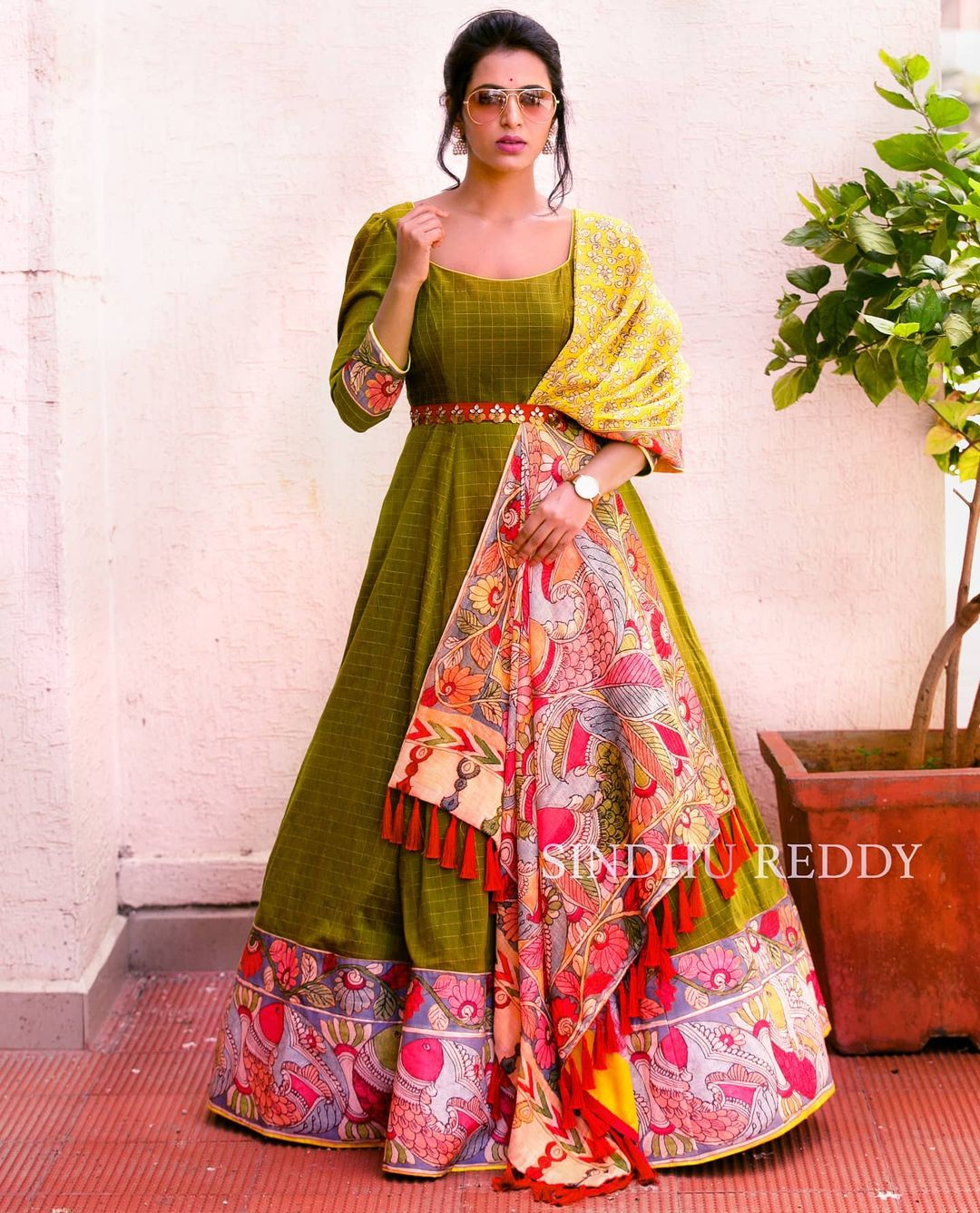 KALAMKARI - A classic melody.  Pre-draped sleeves kalamkari duppatta.  Over the years  Sindhu Reddy have learned that style is something that expresses who you are so my idea is to design clothes that a woman will love to wear today in two months in two years and on. 2021-01-30