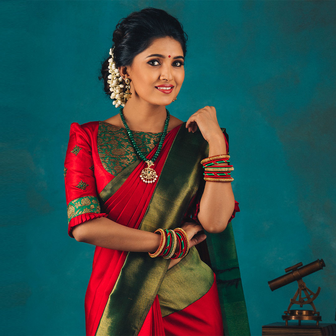 Stunning mirchi red and leaf green color combination kanchi pattu saree from anya. 2021-02-07