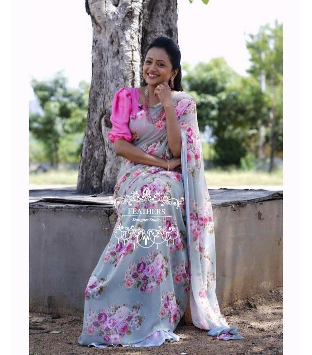 Beautiful Kanakala Suma  in Feathers Boutique contemporary Saree designed for Star Mahila. 2021-02-07