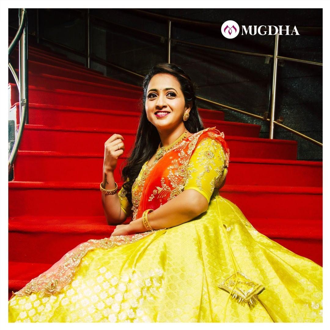 Gorgeous Lasya Manjunath in mugdha's traditional pattu lehanga. This beautiful pista green lehanga has traditional kanchi border teamed up with organza duppata with cut work and maggam work blouse. 2021-02-16