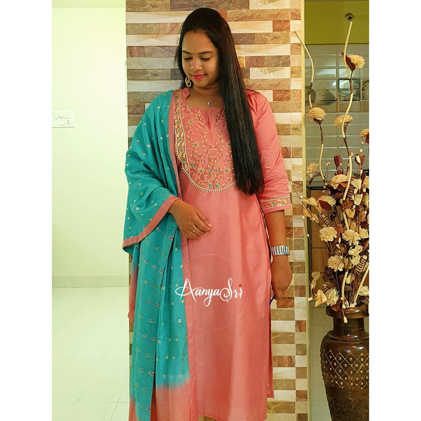 Lovely pink color kurti with dual shade dupatta. Kurti with hand embroidery work on yoke.   2021-02-19