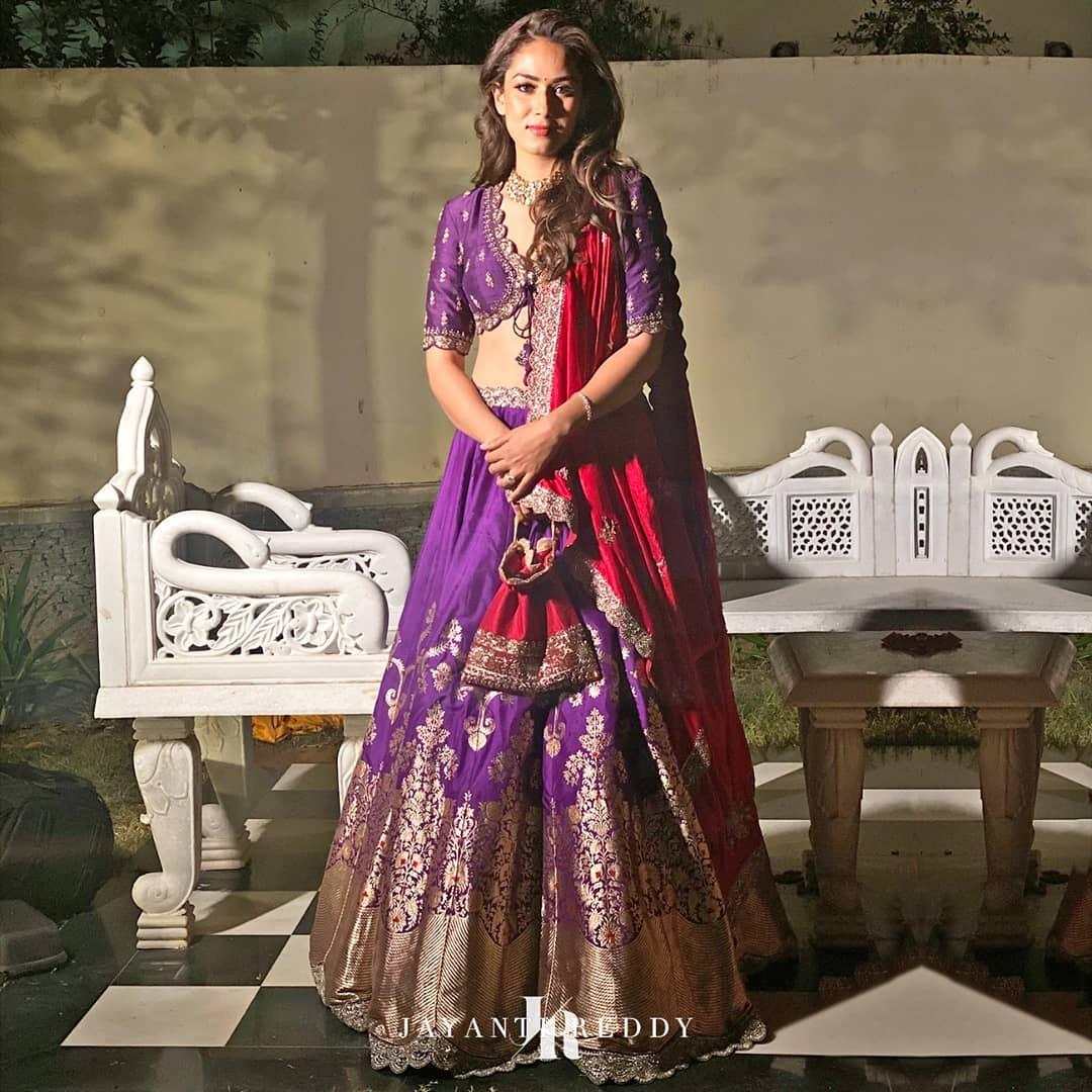 Effortlessly radiant Mira kapoor in Jayanti Reddy embroidered royal purple lehenga set!  2021-02-19