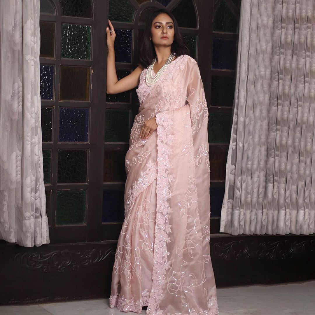 Bring home this exemplary designer ensemble in admirable colours decorated with exquisite sequins and thread weavings across the saree