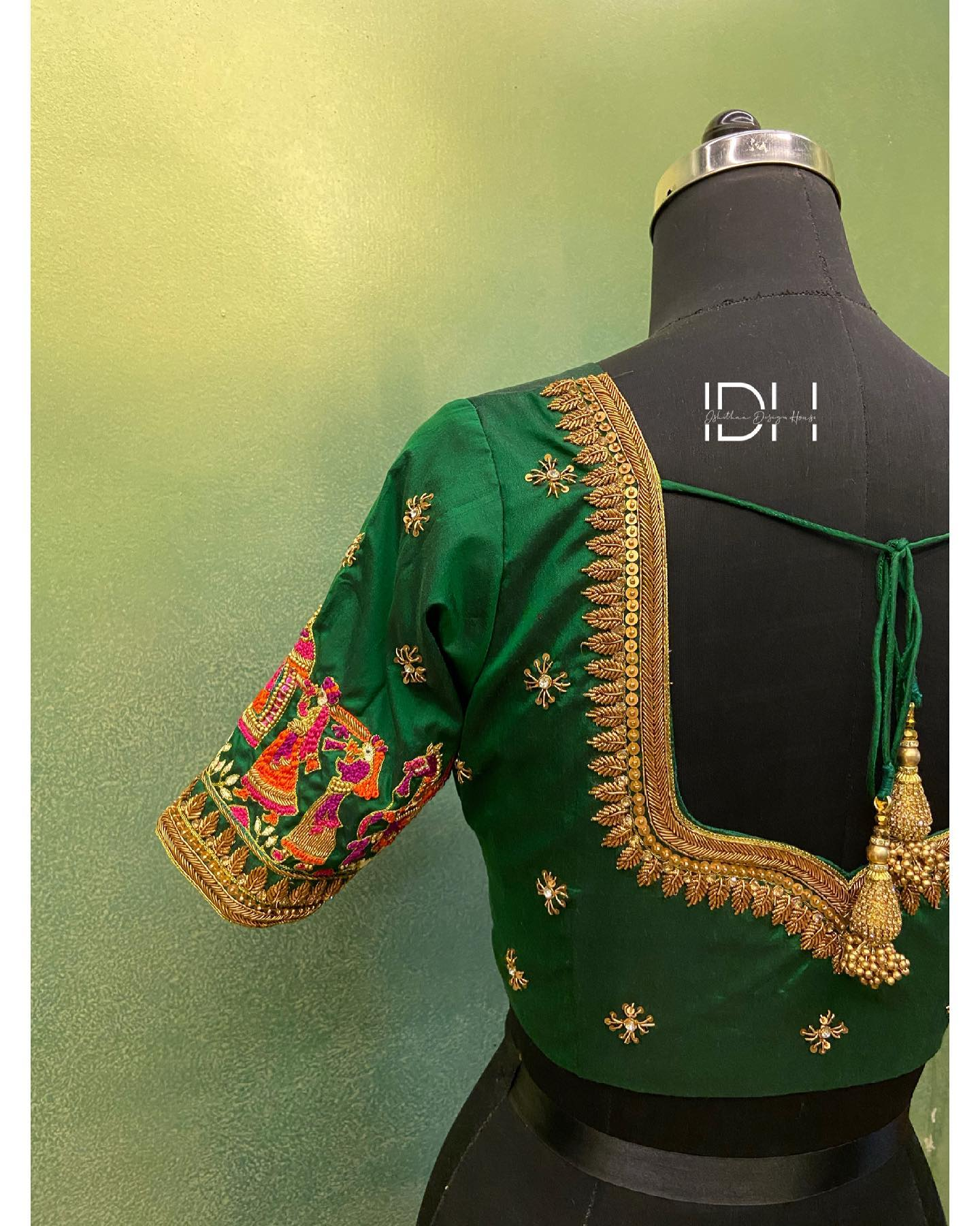 Never getting over this !  . . Baraat concept bridal blouse. Stunning bottle green color designer blouse with baraat design hand embroidery thread maggam work on sleeves. Blouse with zardosi  work on neckline. 2021-03-11