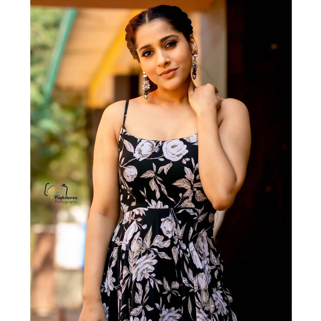 Beautiful anchor and actress Rashmi Gautham in black floral dress. 2021-03-16