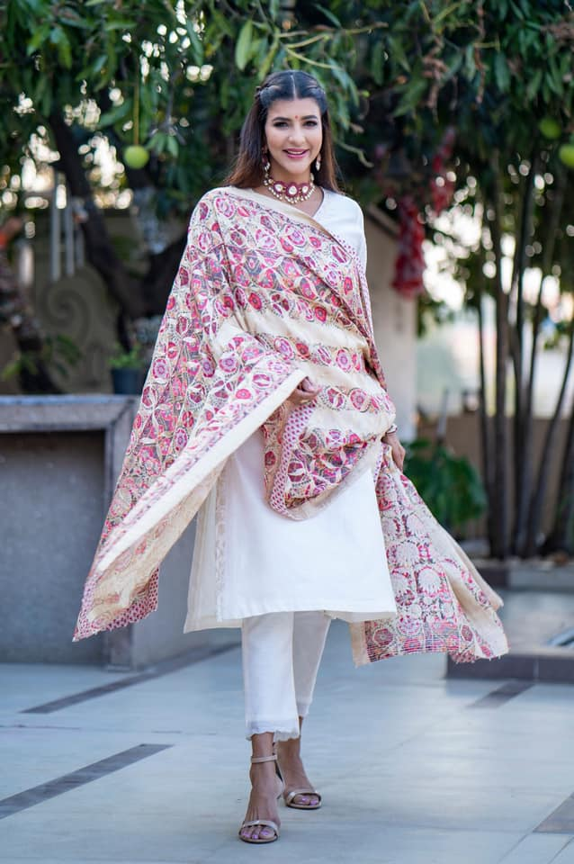 Lakshmi Manchu flaunting  Indianess in this beautiful Uzbek Suzani Kurta Set from Saundh India and fine legacy jewellery by Birdhichand Ghanshyamdas Jewellers!  2021-03-17