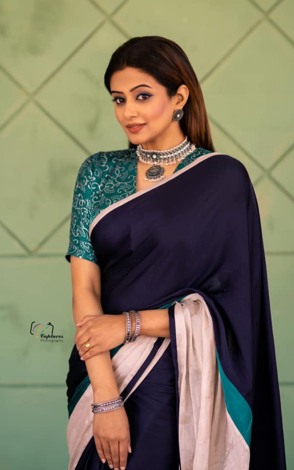 Beautiful actress Priyamani in deep navy blue color saree for Dhee kings vs queens. 2021-03-24