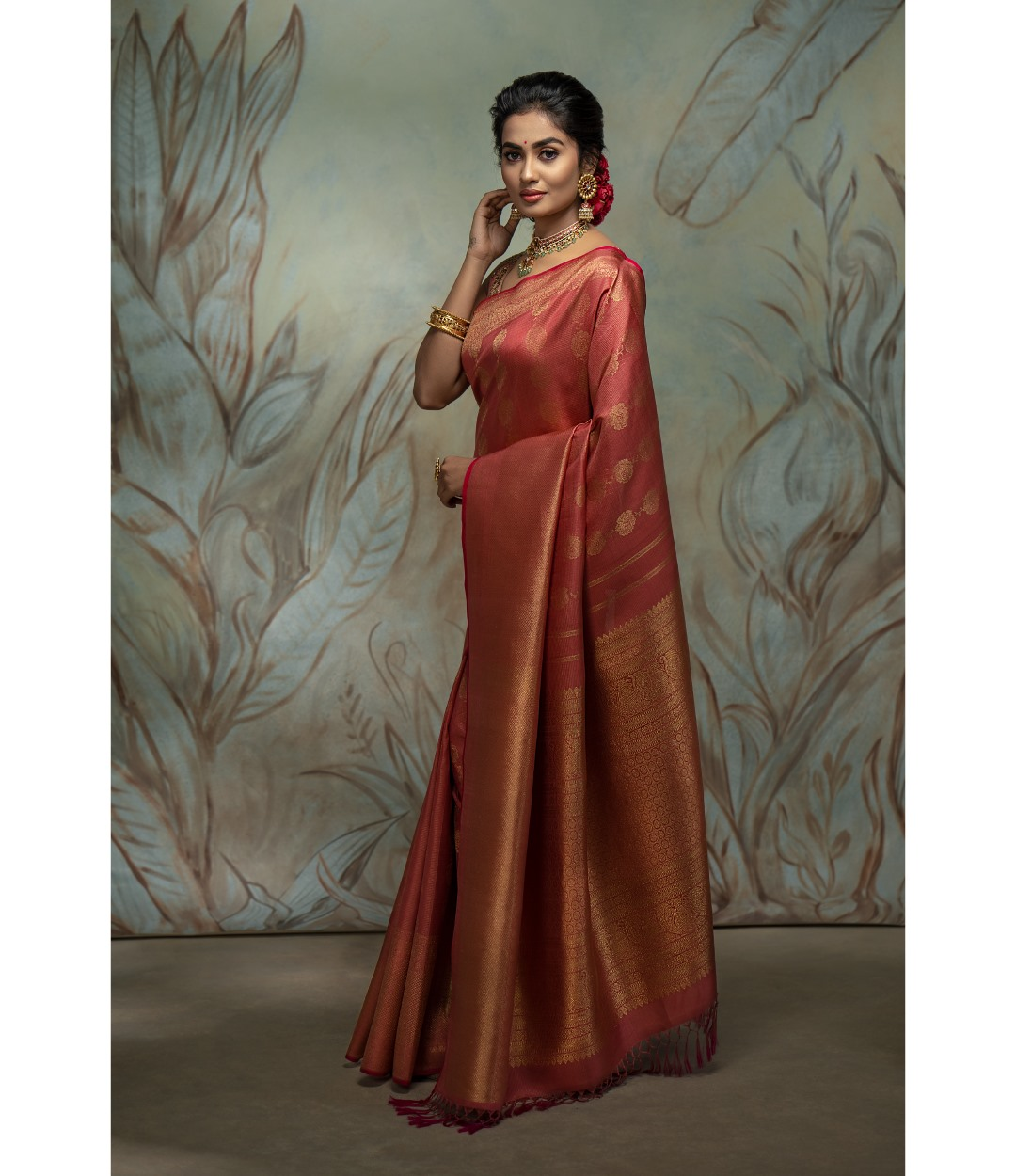 Gorgeous onion pink Kanchi silk saree adorned with  rose motifs allover. Elegance personified! 2021-04-01