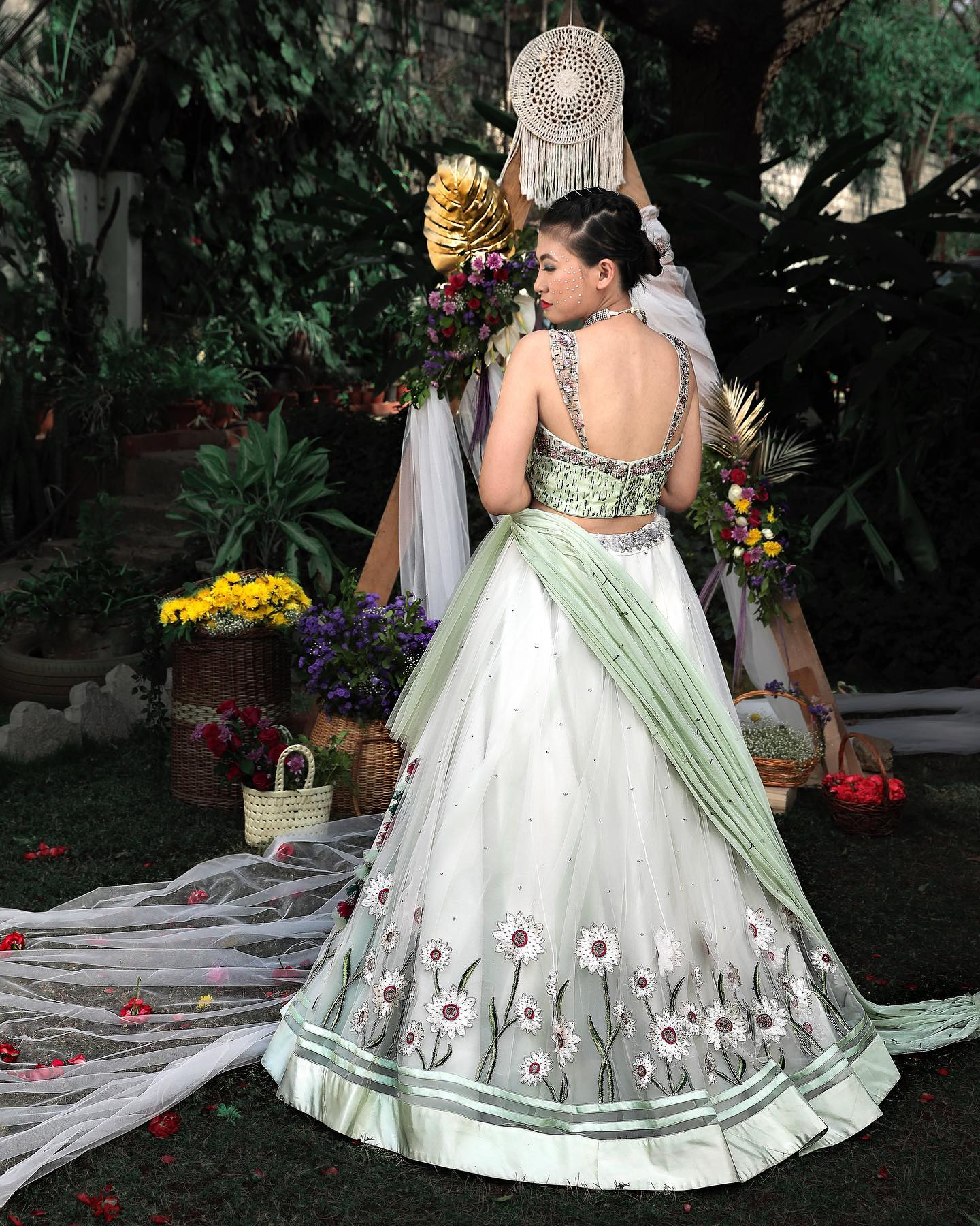 An ethereal exquisite couture mesmerised with the details of the gorgeous pastel hues in sophisticated styles intricate patterns in flary silhouettes blending perfectly with flowy net fabrics with luxury contemporary cuts and pastel embroidered floral motifs. A perfect contemporary collective for a wedding events. 2021-04-02