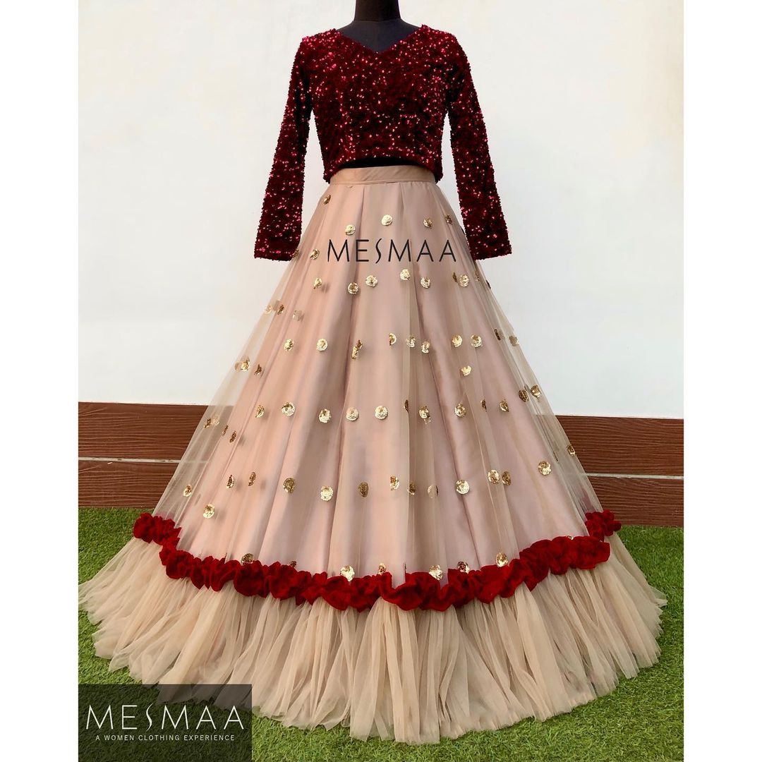 For the love of ruffles and frills..!  A perfect one for sangeeth and Receptions..! 2021-04-02