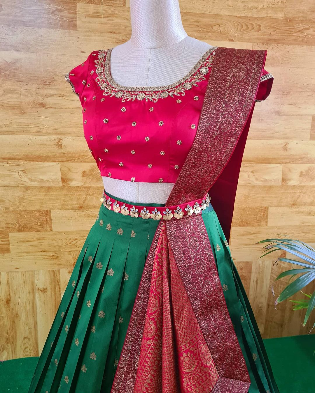 Redefine occasion wear with this Pre draped and stitched duppata on a crop top and skirt. 2021-04-02