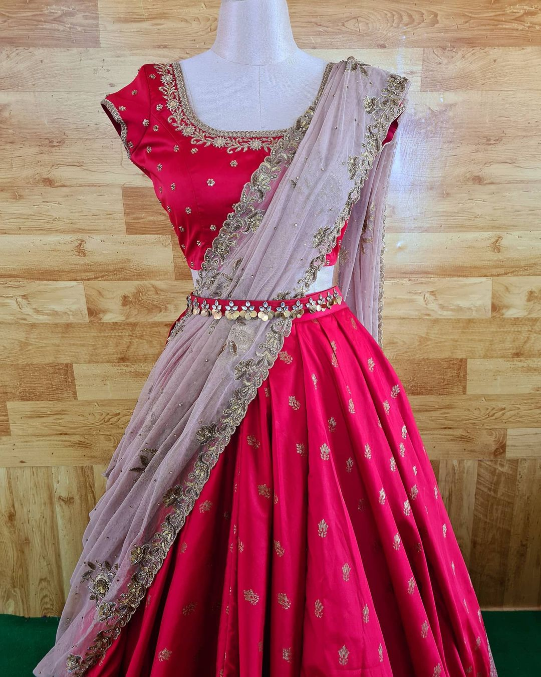 vintage old school glamour is to be preserved as a style lesson for all eras to come. Asymmetric lehenga set. 2021-04-04