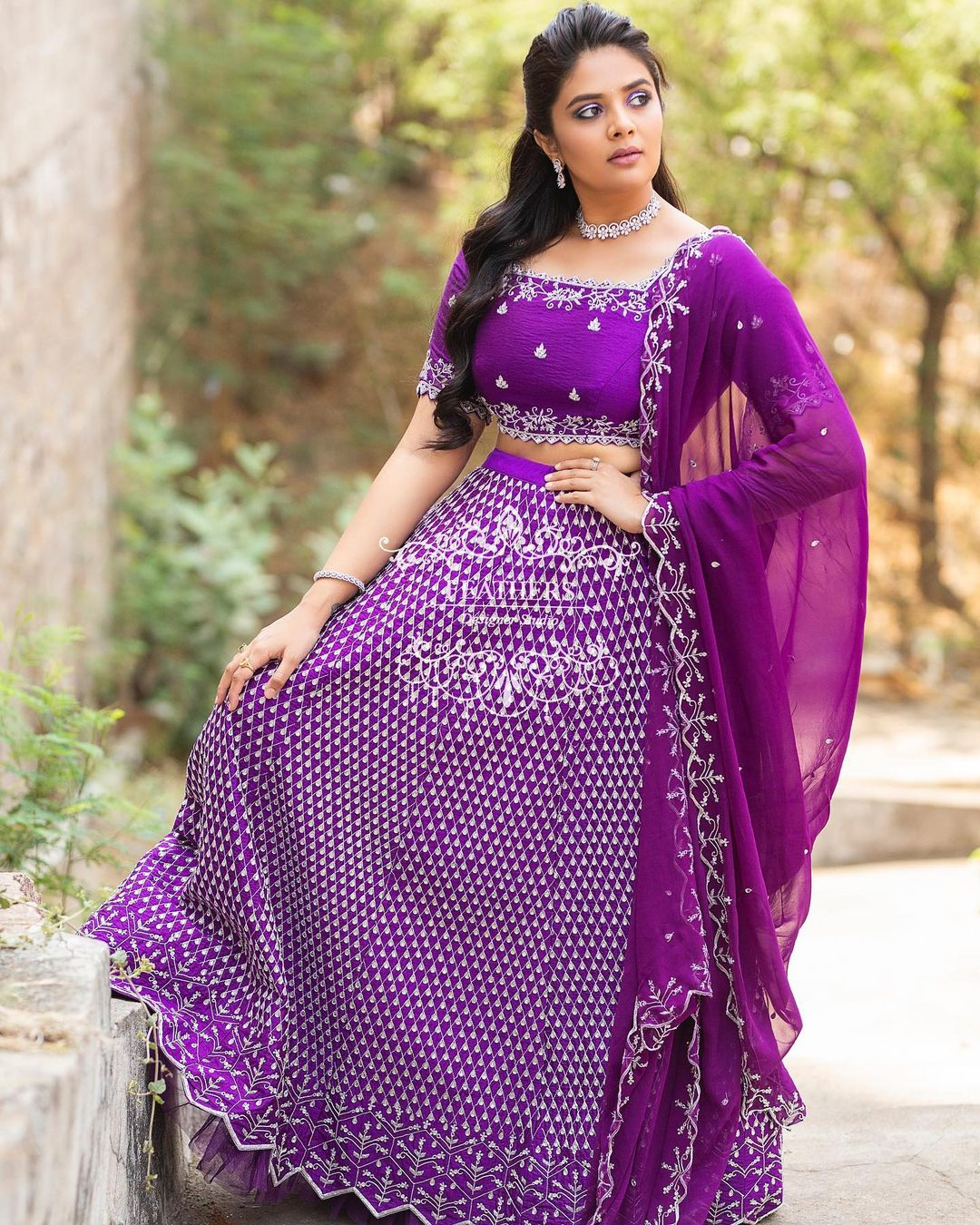 Ever charming beauty Sreemukhi in  Feathers Boutique classy Bridal collection.  Outfit: Feathersbtq . Styles by : Priyankasaha jananda. 2021-04-05