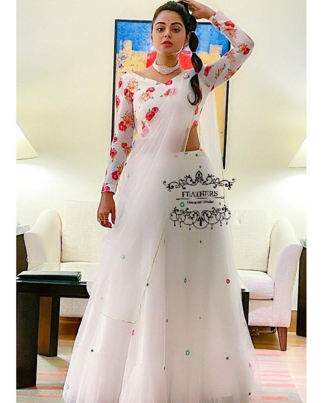 Ever charming Monal Gajjar for Danceplus.  Outfit Feathers designer studio.  Styled By Priyankasaha jananda. 2021-04-06