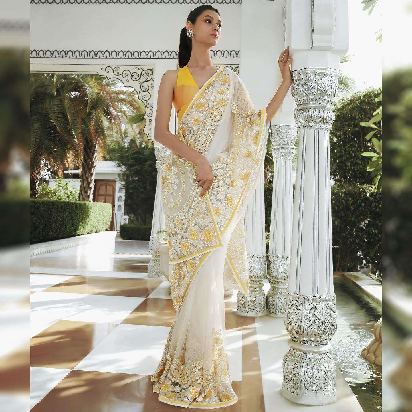 Confiding sweet sonnets of spring sequins and all hues sublime a sparkling addition to our repertoire in Kashmiri craft intertwine! Yards of timeless elegance this classic ivory Saree revisits a fresh perspective with our eccentric two-toned bodice and concurrent weaving patterns! 2021-04-07