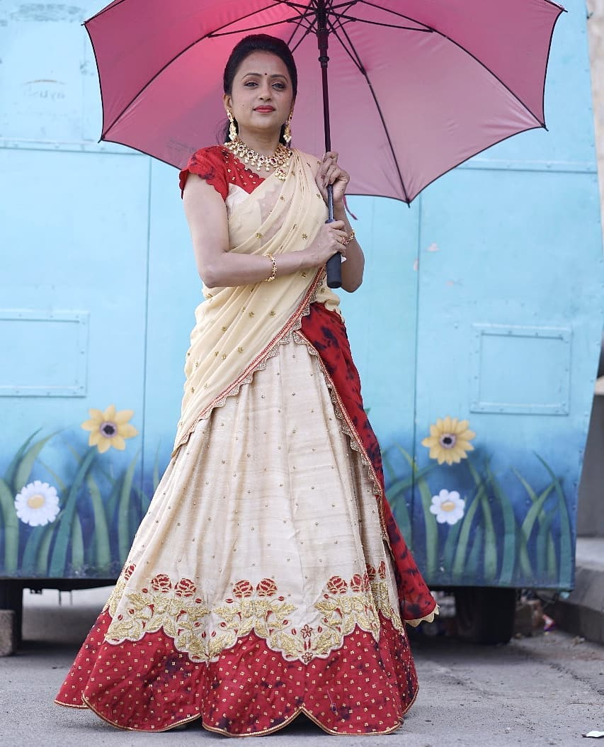 Beautiful anchor Suma Kanakla in Sindhu Reddy lehenga set.  Styled by :Priyankasaha jananda.. 2021-04-07
