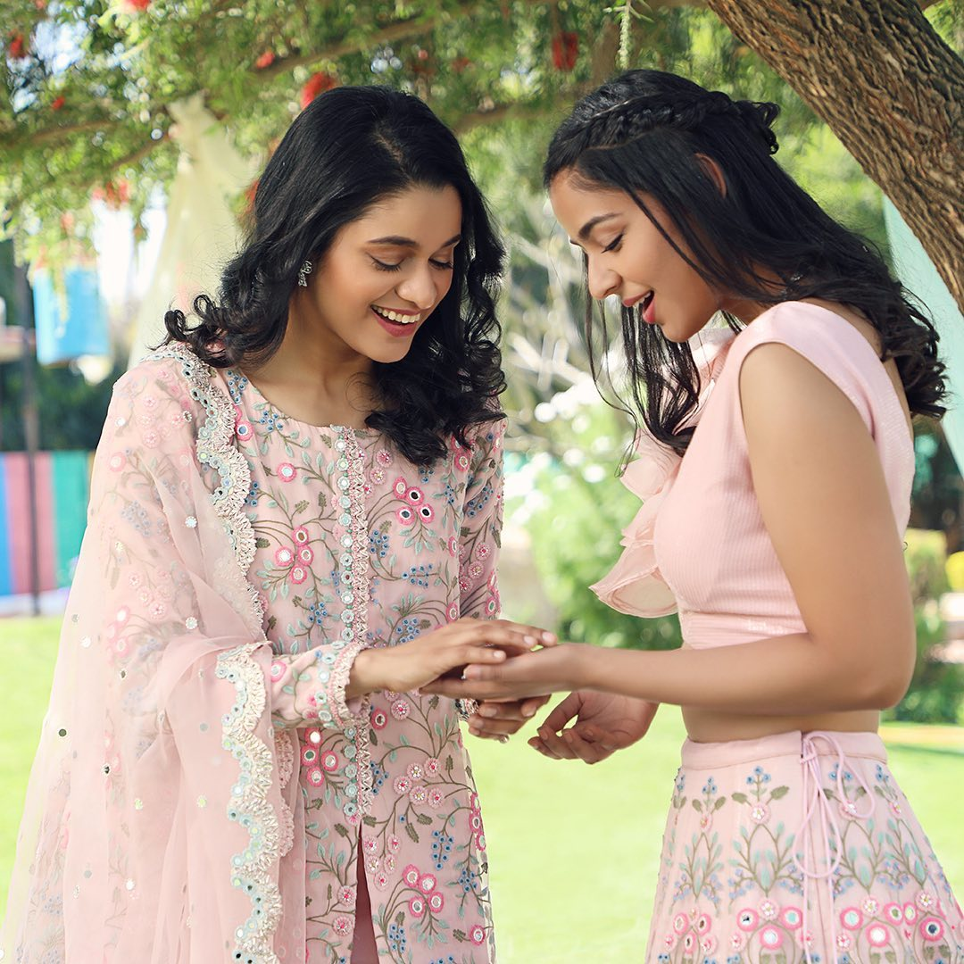 Does anyone like to match with their sisters / mothers / friends? Stunning blush pink color floral kurti with mirror work. 2021-04-08