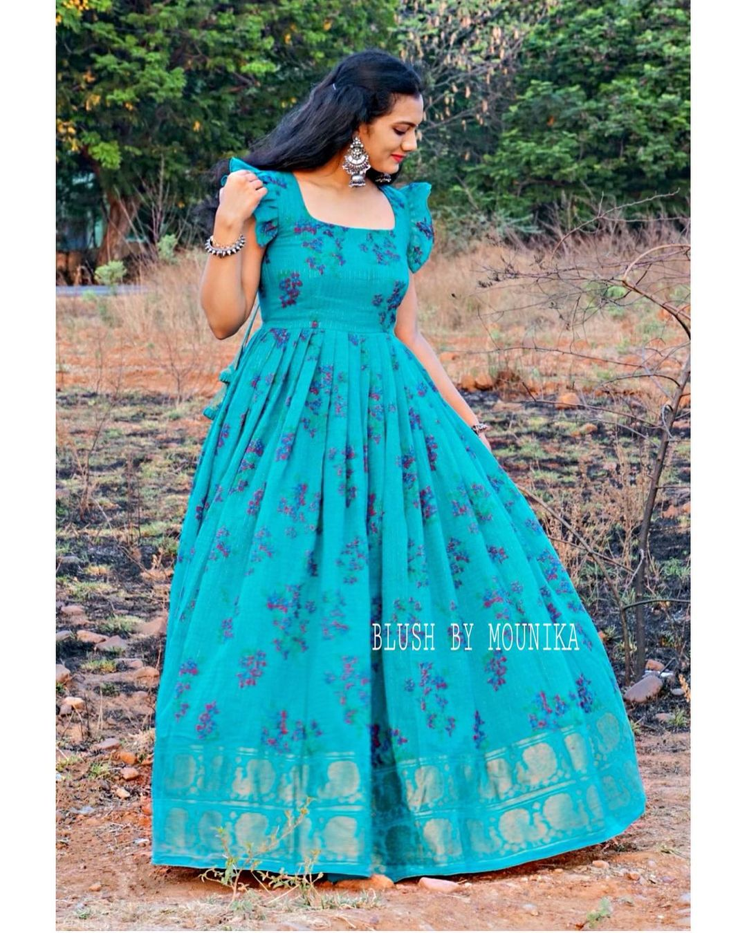 Iris. <br> Price : ₹4200.