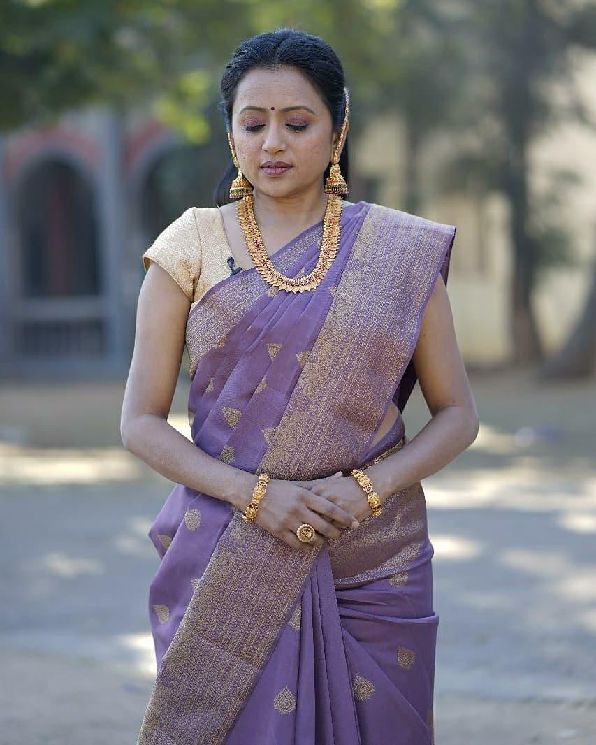 Beautiful anchor Suma Kanakala in lavender color saree and gold shade blouse for an event. 2021-04-22