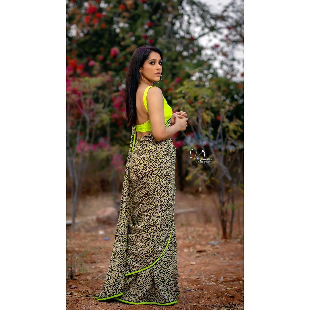 Beautiful actress Rashmi Gautham in animal print saree. 2021-05-04