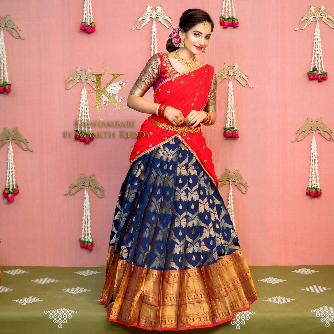 Pretty colours &intricate deamrmtails for the pretty you. Stunning deep blue and red color combination pattu lanaga voni.  2021-05-05