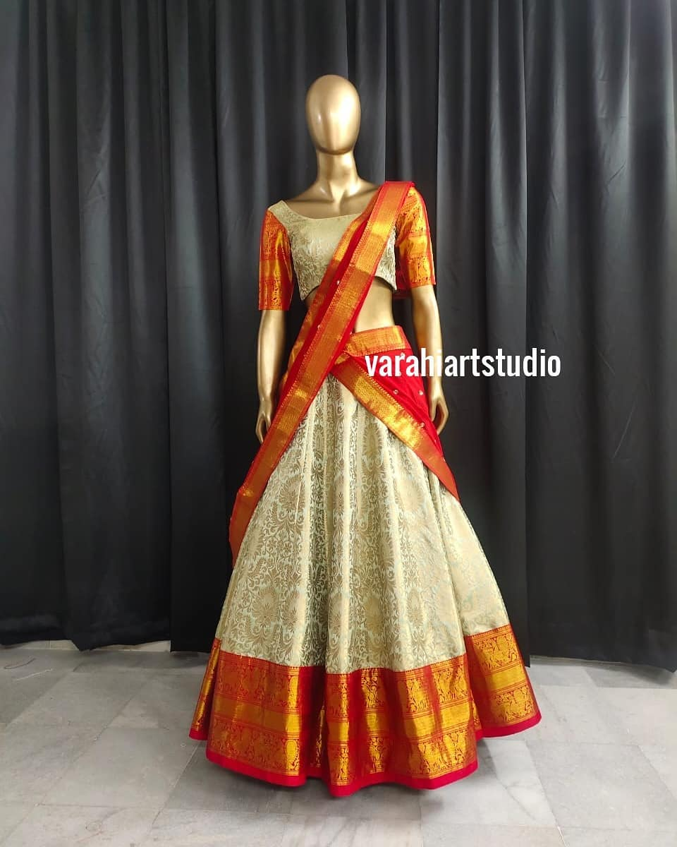 Gorgeous off white colour pattu lehenga and blouse with kanchi pattu dupatta. 2021-05-09
