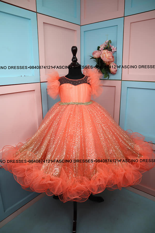 A peach with golden birth day gown. 2021-05-18