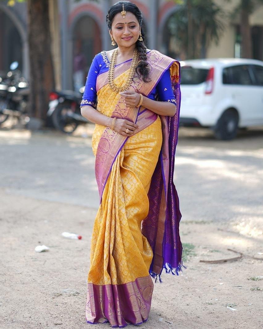 Beautiful actress and anchor Suma Kanakal in kanchi pattu saree for star mahila program. 2021-05-18