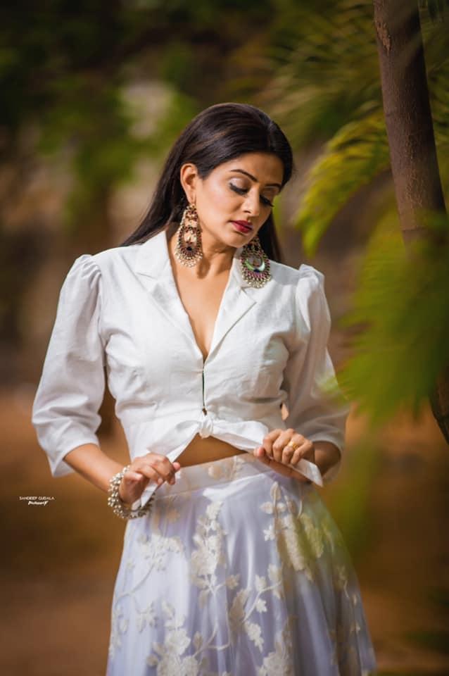 Beautiful actress Priyamani in white skirt and shirt. 2021-05-19