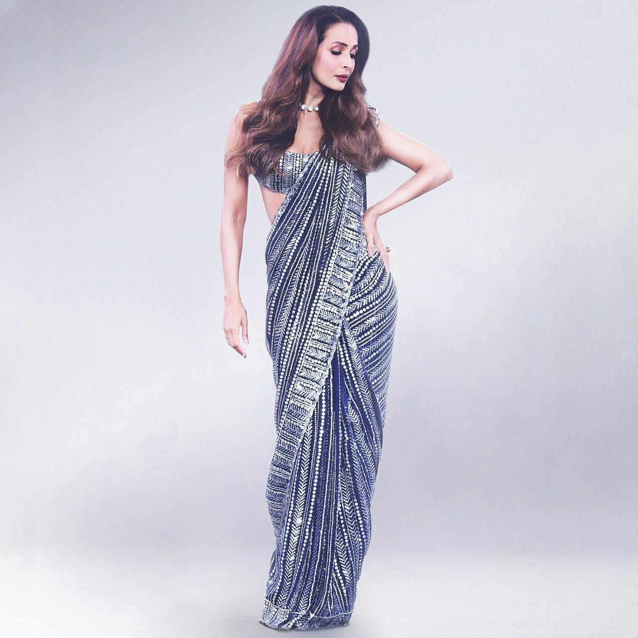 Featuring a fluid stream of luminosity and infinite authenticity embracing the incredibly gorgeous Malaika Arora in Manish Malhotra most favourite mymmsaree of taban. 2021-05-20