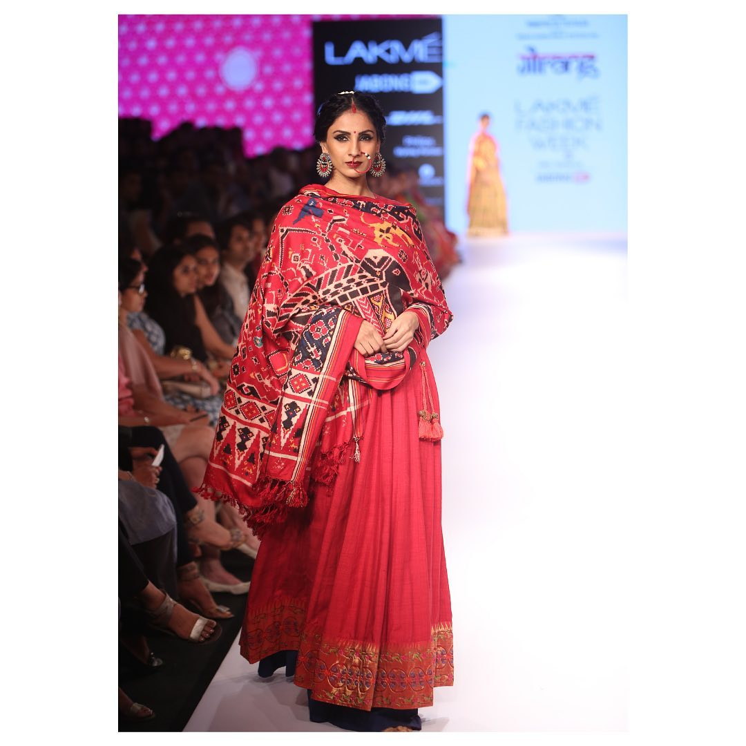 The queen of hearts  Stealing the the show  In fiery red A Jugalbandi unique to its taste Of Jamdani and Ikkat Woven to perfection!  In Frame : Gorgeous classics flare outfit with a Jugalbandi of Jamdani and Ikkat at the Lakme Fashion week  2021-05-21
